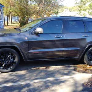 Side view WK2 Trailhawk
